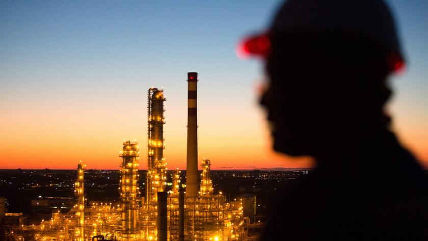Stoklar petrol fiyatlarının gerilemesinde etkili oldu