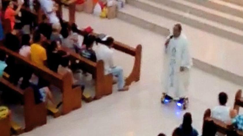 Ayini hoverboard üzerinde yapan rahip işinden oldu