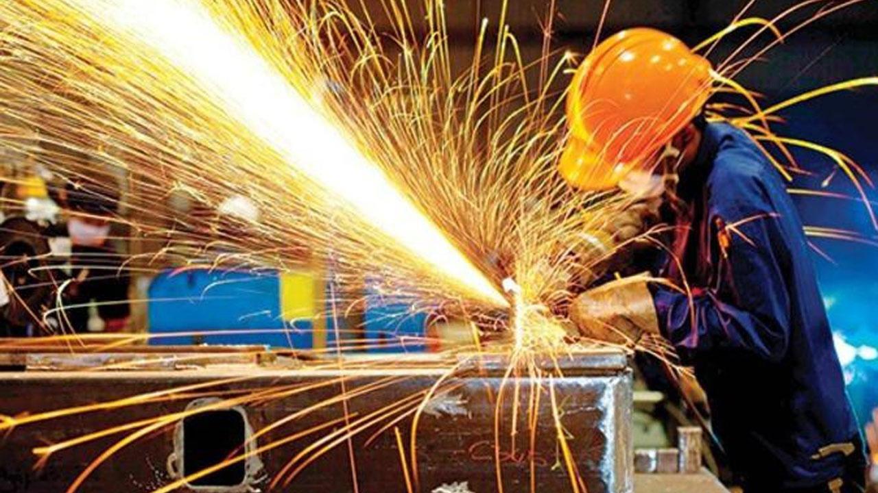 Sanayi üretimi verileri yükseldi