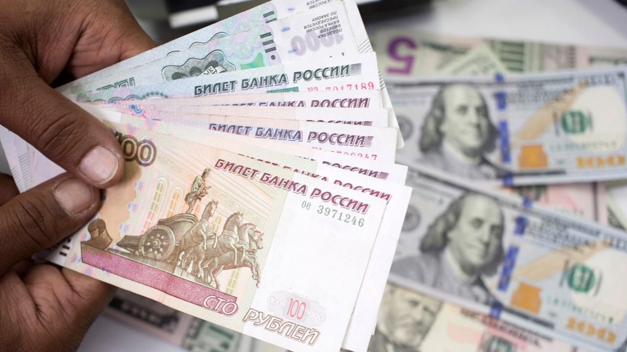 Rusya 5 yıldır ilk kez döviz satışına başladı