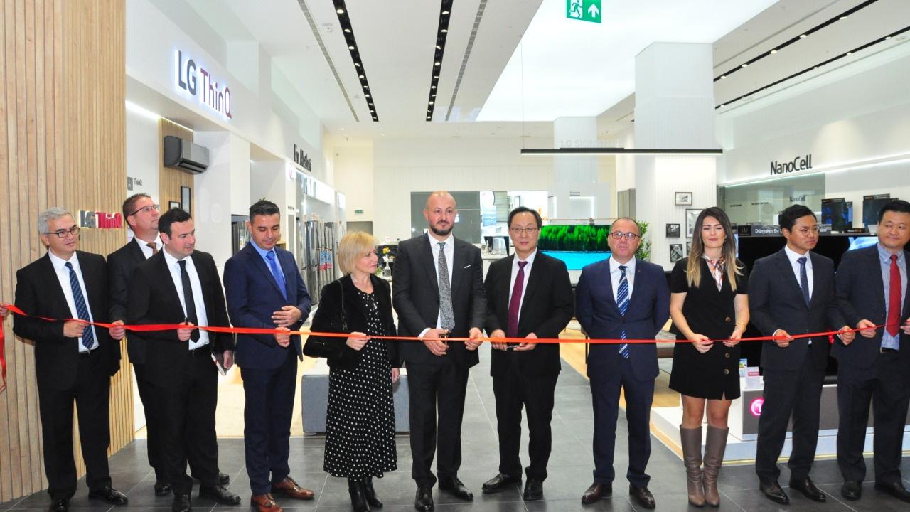 LG, Türkiye'nin en büyük LG mağazasını İzmir'de açtı
