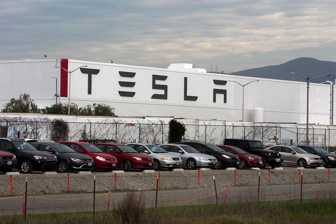 Tesla'dan lüks otomobil üreticilerine darbe