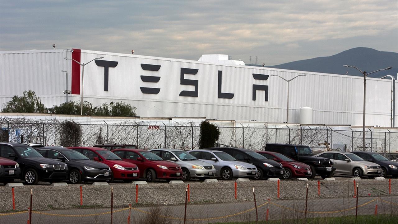Tesla'dan 5 milyar dolarlık hisse satışı