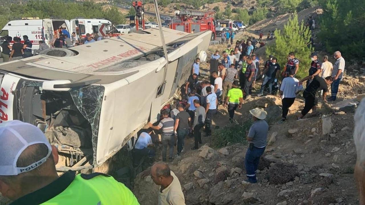 Mersin'de askerleri taşıyan otobüs devrildi: 4 şehit