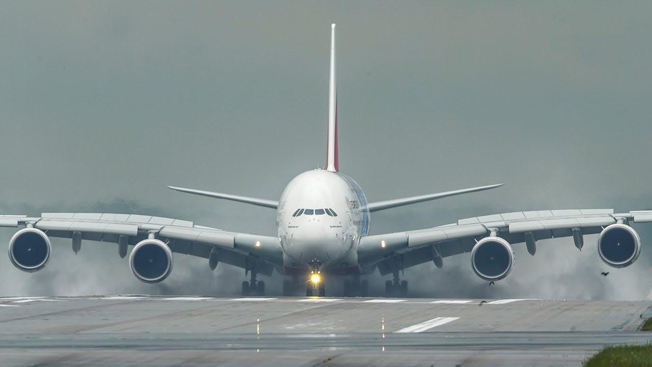 Dev Airbus A380, İstanbul'a acil indi